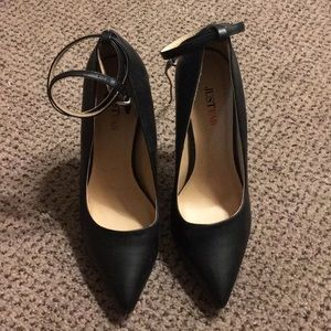 Black pointed toe heel